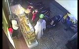 Sốc:Tên trộm cạy cốp lấy túi xách nhanh như chớp