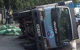 Sập hố gas, xe tải lật đè chết người phụ nữ bán nón