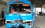Xe khách đâm sập cabin trạm thu phí cao tốc TP.HCM - Trung Lương