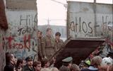 Chùm ảnh toàn cảnh Bức tường Berlin sụp đổ