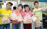 Thanh Thảo trích tiền bán album để mua quà cho người nghèo trước