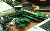 Clip: Phá ổ nhóm lắp chíp điện tử giả, gian lận xăng dầu