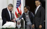 Video: Tổng thống Mỹ Barack Obama ân xá cho ... gà tây