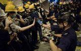 Người biểu tình Hong Kong đụng độ ngay trước tòa nhà chính quyền