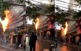 Video: Cột điện bốc cháy giữa thủ đô, người dân hoảng loạn