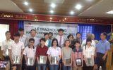 Hội nhà báo Việt Nam tổ chức trao học bổng cho sinh viên nghèo