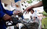 Nhiều ngành kinh tế được hưởng lợi từ việc giảm giá xăng