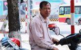 Thanh niên lạ mặt ném chất thải vào xe khách tại cây xăng