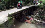 Nam thanh niên bị nước cuốn trôi khi đi xe máy qua cầu