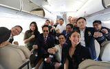 Tổng thống Duterte selfie trên chuyến bay tới Việt Nam