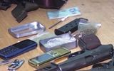 Trốn truy nã vẫn mang theo súng đi buôn ma túy
