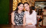 Hoa hậu Phạm Hương cùng mẹ dự sự kiện đầy nhân văn về làm đẹp