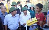 Bộ trưởng Trương Minh Tuấn thăm bà con vùng lũ Hương Khê (Hà Tĩnh)