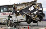 Xe buýt đâm xe tải tại Mỹ, ít nhất 44 người thương vong