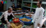Hơn 4.500 suất cơm miễn phí và gia đình có truyền thống làm việc thiện