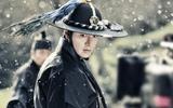 """""""Huyền thoại biển xanh"""" tiết lộ hình ảnh Lee Min Ho mặc cổ trang chiến đấu"""