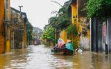 Hội An cấm dân chèo ghe, thuyền đưa đón khách trong mưa lũ