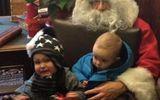 Tình huống dở khóc dở cười khi bé gặp ông già Noel