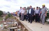 Thủ tướng Nguyễn Xuân Phúc thị sát vùng lũ ở tỉnh Bình Định
