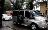 """Huế: Xe """"dù"""" đội lốt xe VIP Limousine, ngang nhiên đón trả khách"""
