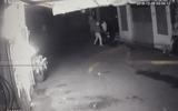 Sài Gòn: Truy tìm 3 thanh niên bịt mặt ném bom xăng đốt quán nhậu
