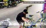 """Thanh niên trộm xe cút kít và cái kết hài """"té ghế"""""""