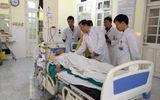 Bộ Y tế thăm bệnh nhân bị bỏ quên panh trong bụng suốt 18 năm