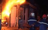 Phóng hỏa đốt kiốt quần áo trong đêm