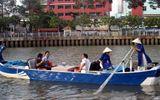 Thuyền du lịch trên kênh Nhiêu Lộc - Thị Nghè bị ném đá