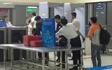 """Nhân viên vệ sinh """"cầm nhầm"""" máy tính của khách ở sân bay Nội Bài"""