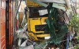 Xe container mất lái lao vào nhà dân, hai mẹ con tử vong tại chỗ
