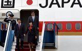 Thủ tướng Nhật Bản và phu nhân đến Hà Nội, bắt đầu thăm Việt Nam
