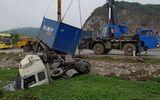 Thanh Hóa: Xe khách đâm xe container, hàng chục người may mắn thoát chết
