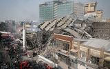 Tòa nhà cao tầng cổ nhất Iran bị sập, 30 người thiệt mạng