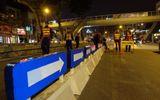 Gấp rút lắp dải phân cách tuyến buýt nhanh BRT trong đêm