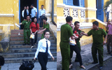 Bị tuyên y án 15 năm tù, hoa hậu quý bà Tuyết Nga gây rối ở tòa