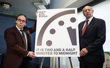 Đồng hồ Tận thế chỉ còn 2,5 phút nữa sẽ điểm 'do ông Trump'