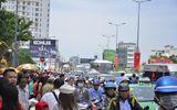 Mùng 1 Tết: Người dân đổ xô đi lễ chùa đầu năm, giao thông ách tắc