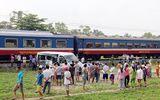 Tàu hỏa đâm xe ô tô gia đình, 2 người thiệt mạng