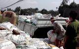 Bắt quả tang doanh nghiệp đổ chất thải ra môi trường