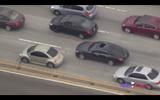 Tài xế Mercedes điên cuồng đâm xe khác chạy trốn cảnh sát