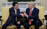 Tổng thống Donald Trump khen Thủ tướng Shinzo Abe tay khoẻ