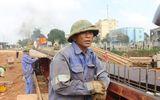 Hà Tĩnh: 2 công nhân lao mình xuống sông cứu người đuối nước