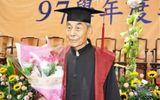 Bậc thầy thư pháp hơn 100 tuổi vẫn tới trường học tập lấy bằng tiến sĩ