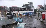 Tai nạn trước cổng bến xe Đông Hà: Xe khách biến dạng, 2 người trọng thương