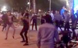 Gần 20 du khách bị nhóm người lạ mặt tấn công trước vũ trường