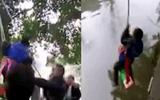 Clip bố treo con thả lơ lửng trên sông gây phẫn nộ
