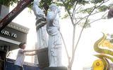 Quận 1 cẩu 5 bức tượng của khách sạn 4 sao lấn chiếm vỉa hè