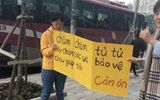Hà Nội: Xử phạt, tước GPLX hai tài xế đi trên vỉa hè Mễ Trì