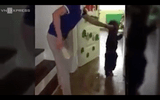 Mẹ sốc rụng rời khi xem video con bị cô giáo bạo hành